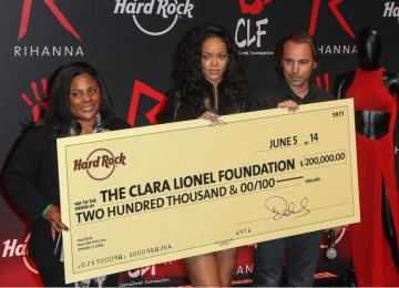 Рианну назвали благотворителем года по версии Гарварда