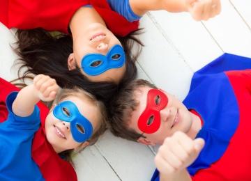 Парад детей-супергероев в Музее Восстания Машин