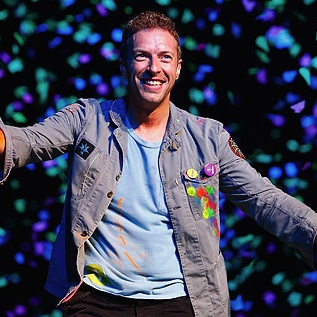 Группа Coldplay выпустила позитивный клип