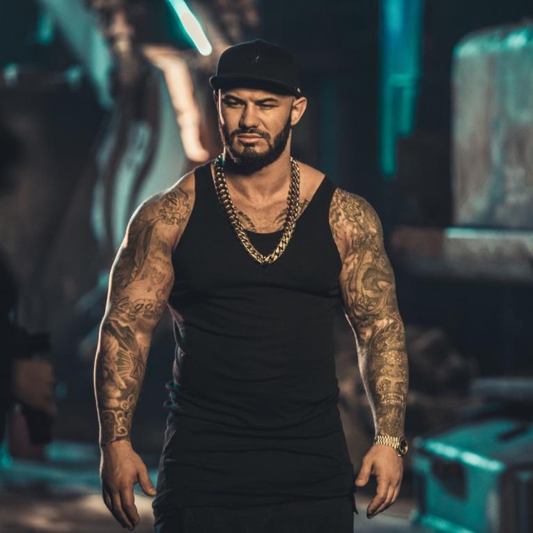 Джиган представляет видеоклип на трек «Лови меня»