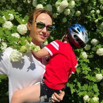 Альбина Джанабаева решилась показать младшего сына