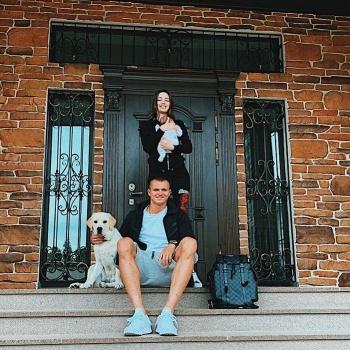 Дмитрий Тарасов показал новое фото с дочерью и женой